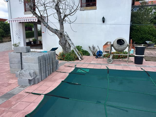 cleaning swimming pool steps 1